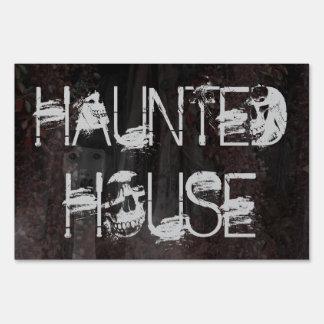 Halloween asustadizo fantasmagórico apoya la casa cartel