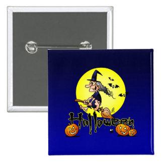Halloween, bruja en una escoba, palos y calabazas pin cuadrado