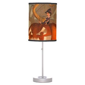 Halloween, calabaza divertida con la bruja linda lámpara de escritorio