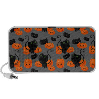 Halloween Cat with Pumpkins Pattern Travel Speakers