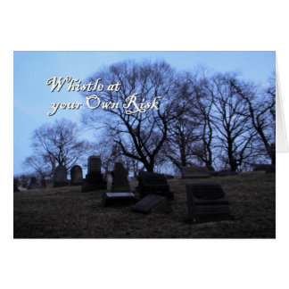 Halloween, cementerio fantasmagórico, silbido en tarjeta de felicitación