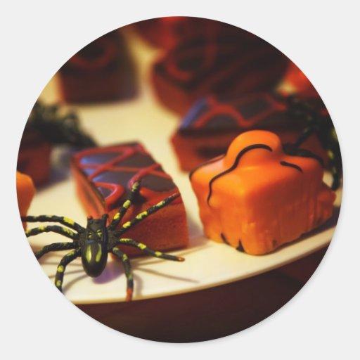 Halloween coció las invitaciones y las arañas pegatina redonda