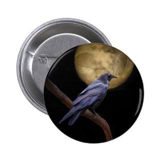 Halloween, cuervo gótico del estilo y luna pin redondo de 2 pulgadas