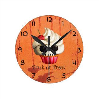 Halloween Deadly Skull Cupcake Round Wallclock
