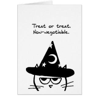 Halloween divertido - el gato enojado quiere tarjeta de felicitación