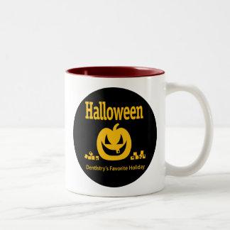 Halloween - el día de fiesta preferido de la taza de dos tonos