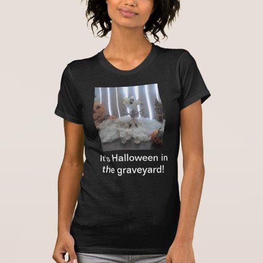 Halloween en la yarda grave camisetas
