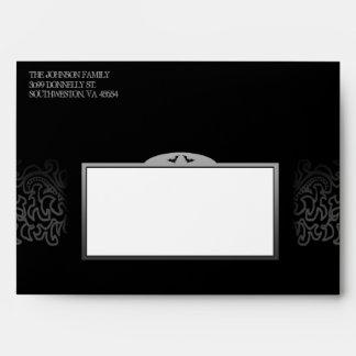Halloween fantasmagórico negro y blanco invita al sobres