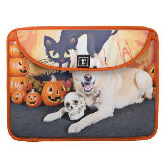 Halloween - Golden Labrador - Lola MacBook Pro Sleeve