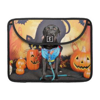 Halloween - Labrador - Max MacBook Pro Sleeves