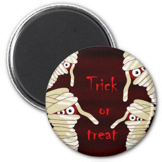 Halloween mummies 2 inch round magnet
