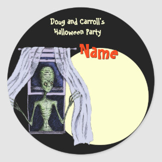 Halloween Party Name Tag - Creepy Window Alien Classic Round Sticker