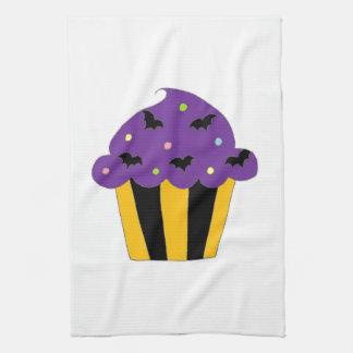 Halloween púrpura golpea la magdalena toalla de mano