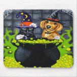 Halloween que elabora cerveza encima de problema - alfombrilla de ratón
