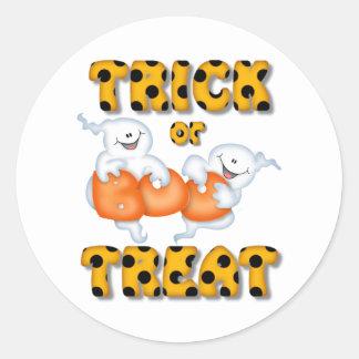 Halloween Trick Or Treat Ghost Classic Round Sticker