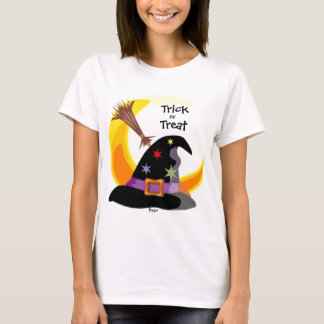 Halloween- Witch hat with half moon & broom T-Shirt