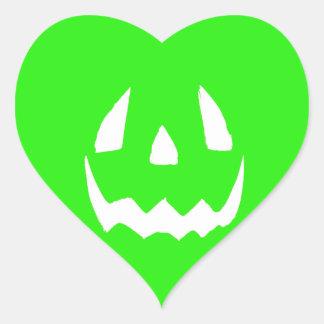 Hallowgreen feliz pegatina en forma de corazón