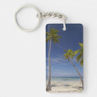 Hamaca y palmeras, centro turístico isleño de la llavero rectangular acrílico a doble cara