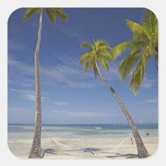 Hamaca y palmeras, centro turístico isleño de la pegatina cuadrada