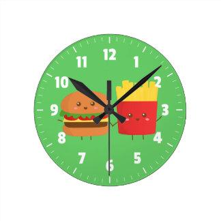 Hamburguesa y fritadas lindas, amigos para siempre reloj redondo mediano