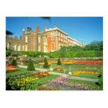 Hampton Court rojo, flores de Surrey, Inglaterra Tarjetas Postales