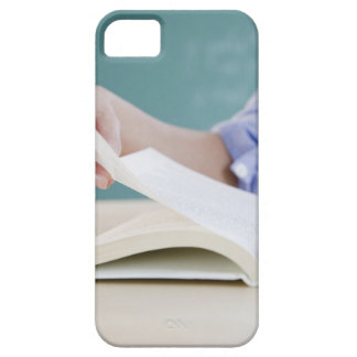 Hand turning page in book iPhone SE/5/5s case