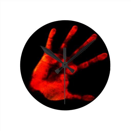 Handprint sangriento reloj redondo mediano