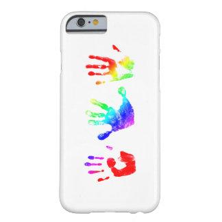 Handprints del arco iris funda para iPhone 6 barely there