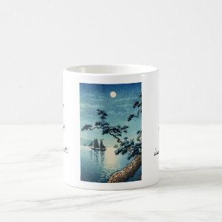 Hanga de la espinilla de la orilla de mar de taza