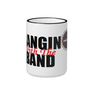 Hangin con la taza de la banda