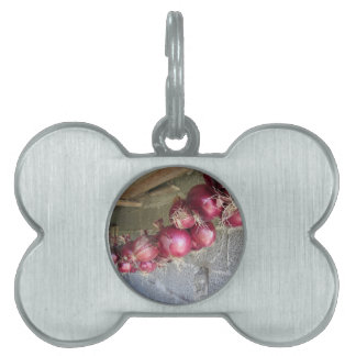 Hanging red onion collection pet name tag