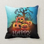 Happy Halloween! Pumpkins under a creepy tree! Cojín