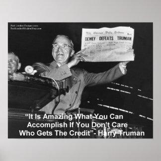 """Harry Truman que sostiene el periódico """"Dewey ama Póster"""