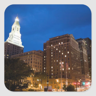 Hartford céntrica Connecticut en la noche Pegatina Cuadrada