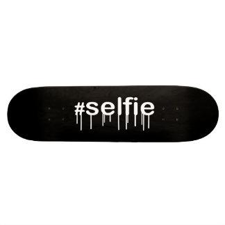Hashtag Selfie Drooling Black Decor Skateboard