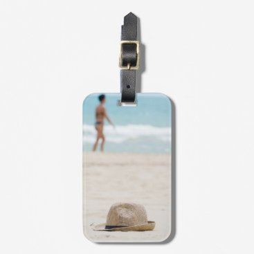 Hat on the beach luggage tag