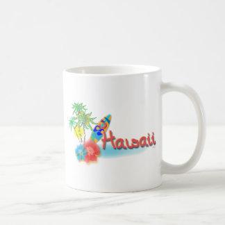 Hawaii con las palmas, las flores y la tabla taza