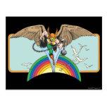 Hawkman vuela a través del cielo postal