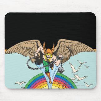 Hawkman vuela a través del cielo tapete de ratón