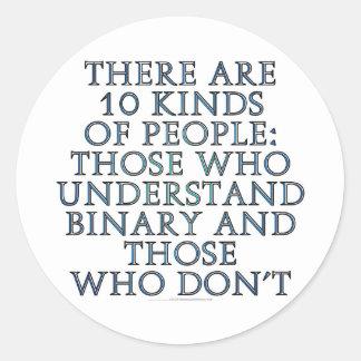 Hay 10 clases de gente… pegatinas redondas