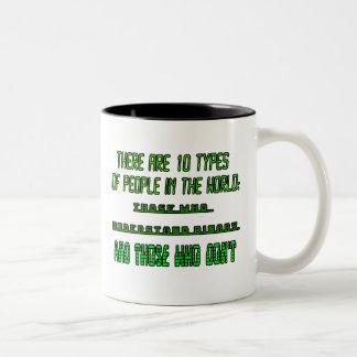 Hay 10 tipos de gente en el mundo taza de café de dos colores