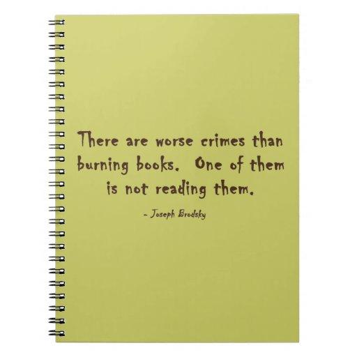 Hay crímenes peores que los libros ardientes libreta espiral