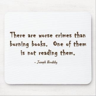 Hay crímenes peores que los libros ardientes tapetes de ratones