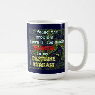 ¡Hay demasiada sangre en mi corriente del cafeína! Taza Clásica