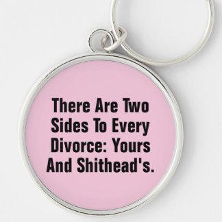 Hay dos lados a cada divorcio… llavero redondo plateado