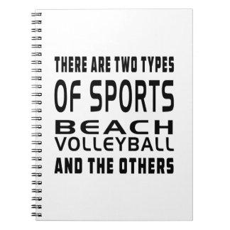 Hay dos tipos de voleibol de playa de los deportes cuaderno