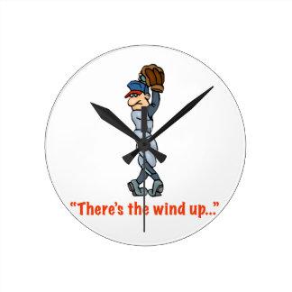 """""""Hay el viento para arriba…"""" Reloj de pared medio"""