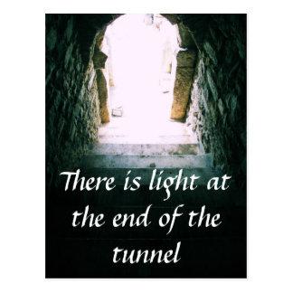 Hay ligero en el final de la CITA del túnel Postales