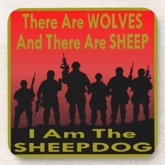 Hay lobos y ovejas que soy el perro pastor posavasos de bebidas