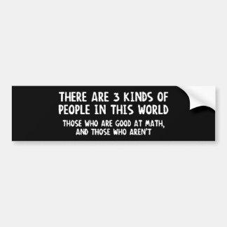 Hay matemáticas del mundo de tres personas de las  pegatina de parachoque